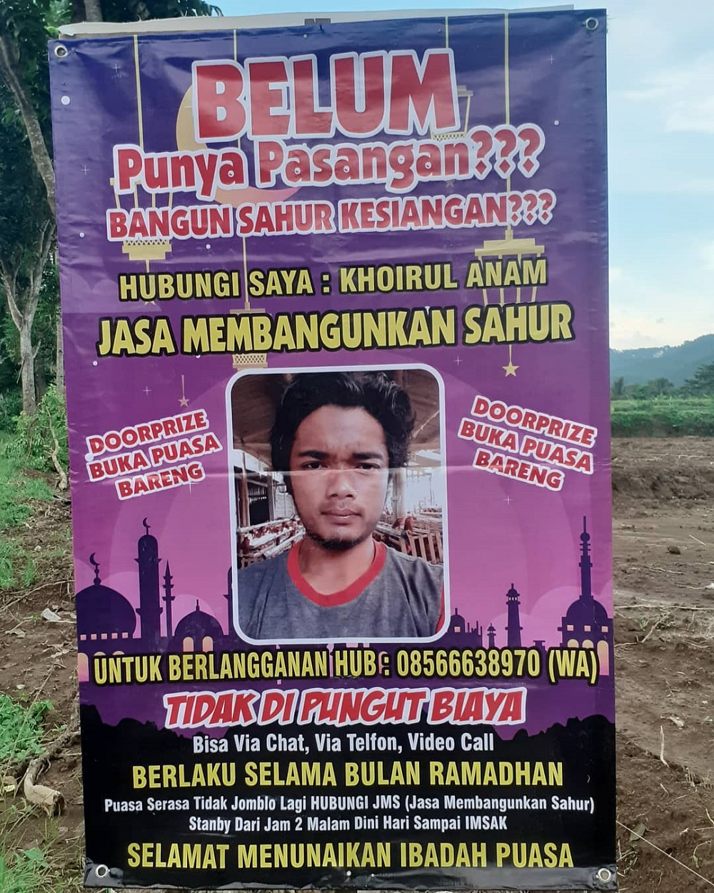 An Indonesian man is offering wake-up call for his countrymen in Indonesia in conjunction with Ramadan. ― Picture via Instagram/ anam_chenel