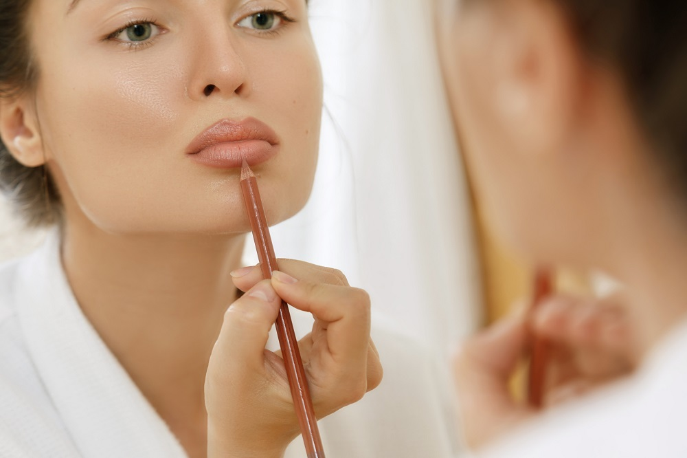 The 'lip wings' effect promises full and perfectly overlined lips. ― Istock.com/ETX Studio pic