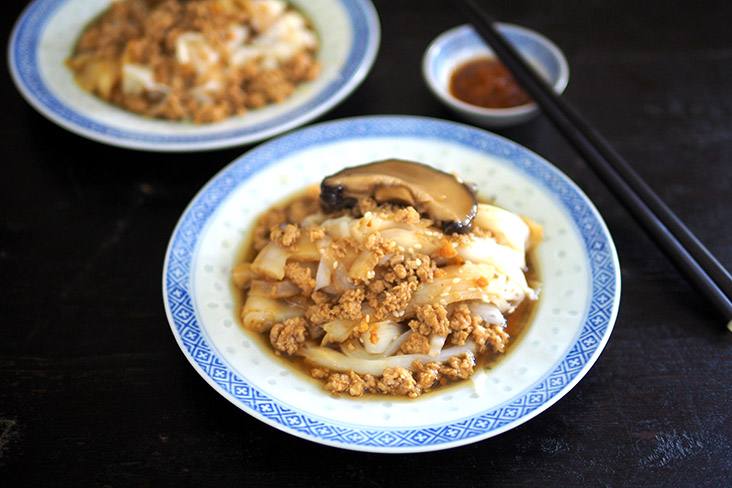 The stall also offers 'chee cheong fun' where you get a choice of the plain one with sauce or this mushroom and minced pork version