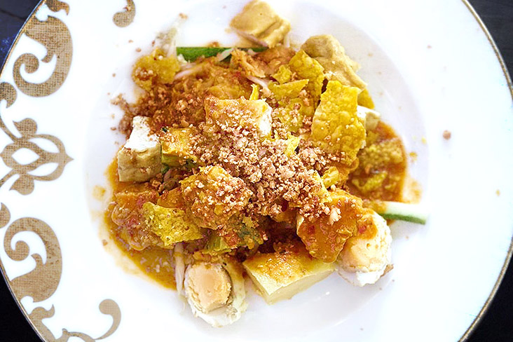 'Pasembur', a sweet and spicy Malaysian dish that is hard to find in Bangkok.