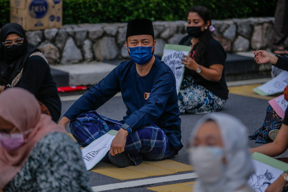 Datuk Seri Mukhriz Mahathir from Pejuang also gathered with Malaysian youths in front of the Parliament building April 30, 2021. ― Picture by Hari Anggara