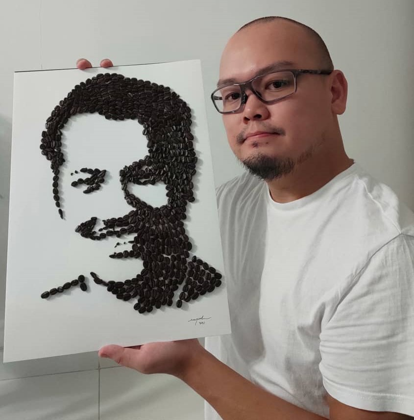 Foo and his artwork featuring the late P. Ramlee. — Picture courtesy of Michael Foo Chee Meng