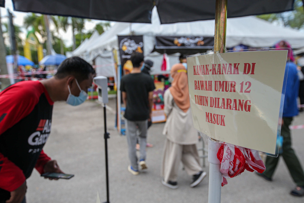 People in Ipoh follow the standard operating procedures (SOP) at the Ramadan bazaar at Stadium Indera Mulia Car Park, April 15, 2021. — Picture by Farhan Najib