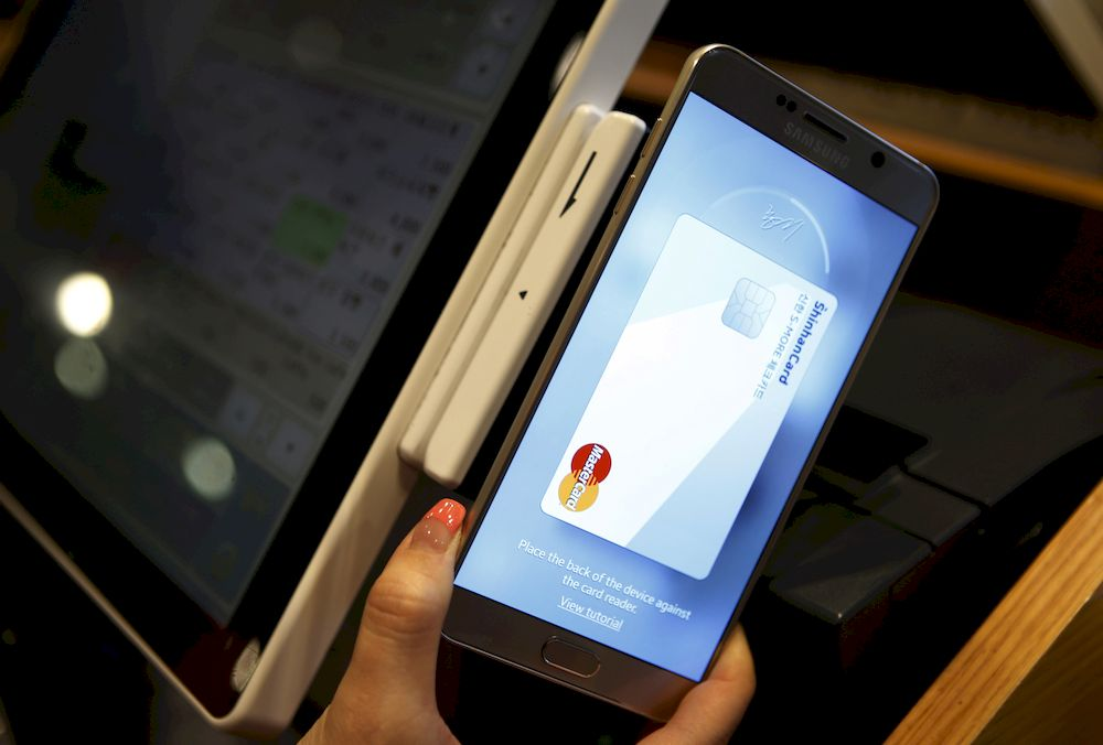 An employee demonstrates Samsung Pay. — Reuters file pic