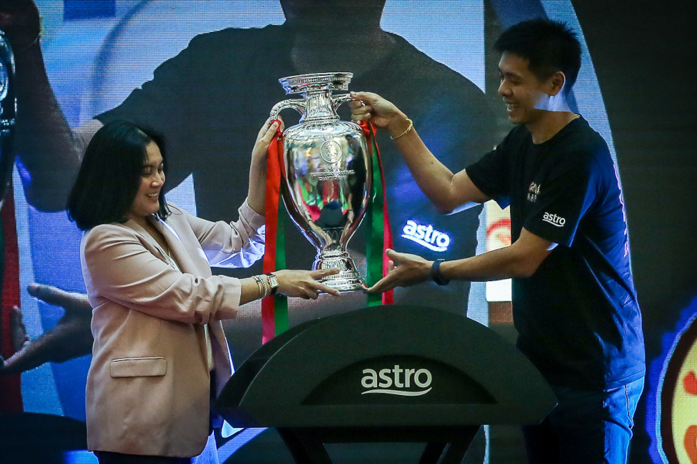 Astro Commercial Director Azlin Arshad (left) and Astro Head of Sports Lee Choong Khay hold up the replica Euro 2020 trophy as a symbol of the launch of the Astro Kick-Off Campaign for Uefa Euro 2020 at Sunway Pyramid April 1, 2021. ― Picture by Yusof Mat Isa