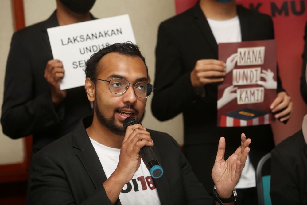 Tharma Pillai speaks during a press conference on Undi18's lawsuit at the Kuala Lumpur and Selangor Chinese Assembly Hall April 2, 2021. — Picture by Choo Choy May