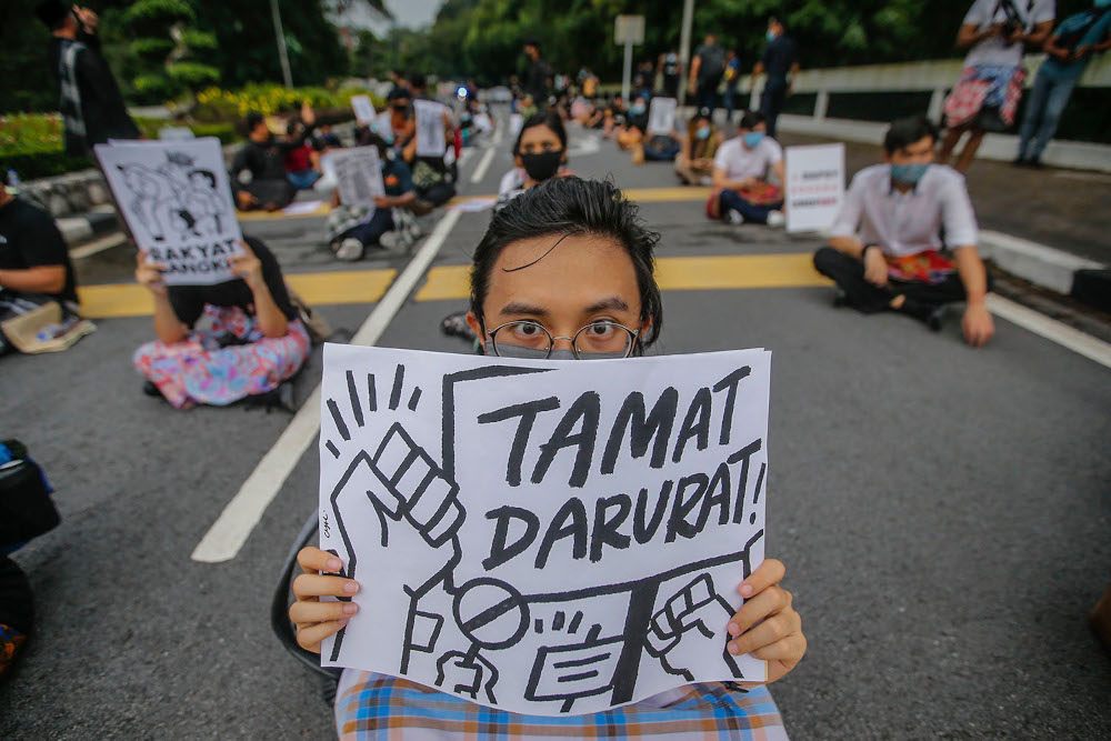 About a hundred Malaysian youths gathered in front of the Parliament of Malaysia building, calling for Parliament to immediately reconvene and end the state of Emergency, April 30, 2021. ― Picture by Hari Anggara
