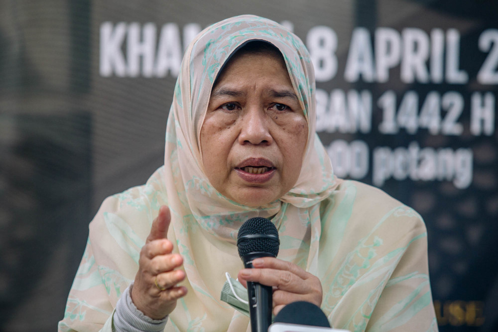 Housing and Local Government Minister Datuk Zuraida Kamaruddin speaks during a press conference in Ampang April 8, 2021. — Picture by Firdaus Latif