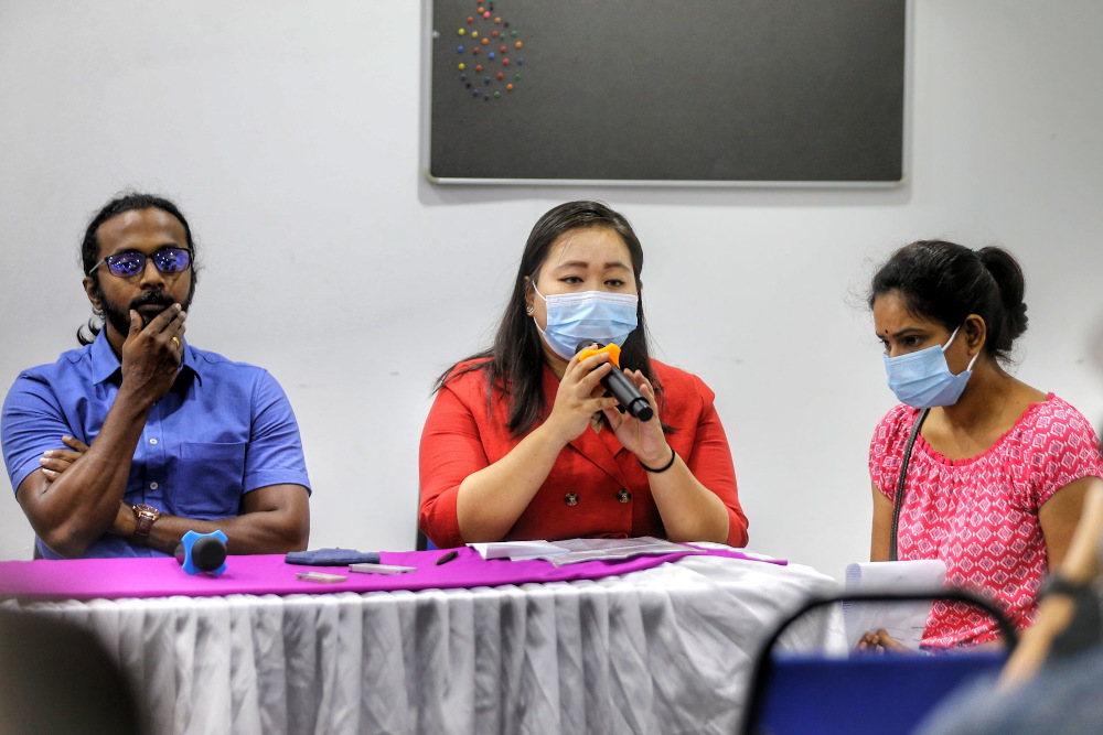 Elisha Teh (centre) shares about the alleged abuses faced by her brother-in-law in the Jelebu Prison. — Picture by Ahmad Zamzahuri