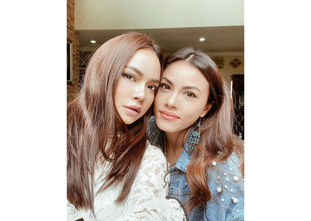 Nora (left) and Tiz pictured together in March while filming the TV series 'Covid Oh Covid'.  —  Picture from Instagram/Nora Danish