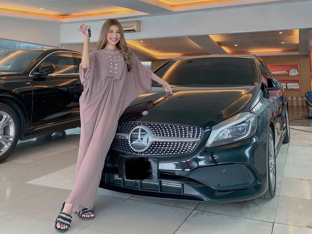 Independent woman: The 21-year-old has been saving up since she was 15 to buy her dream car.  —  Picture from Instagram/Scha Elinnea