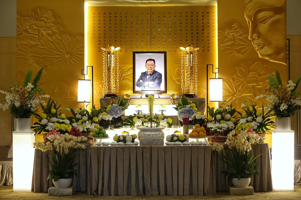 People pay their last respects to Datuk Wong Sai Wan during his wake service at the Xiao En centre in Kuala Lumpur May 15, 2021. — Picture by Ahmad Zamzahuri