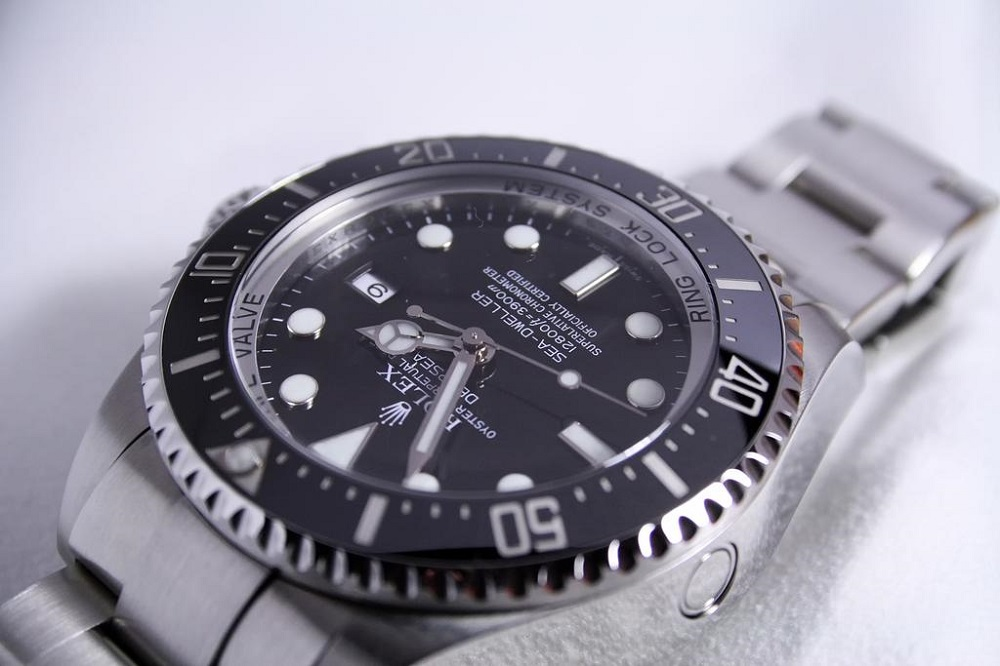 Lee Wee Hua, 43, was jailed for 11 months on May 17, 2021 for selling fake Rolex watches to a pawnshop and passing them off as real. — Unsplash pic