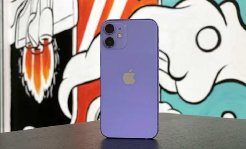 The purple devices are already available for order on Apple's online store and they will ship to you in one business day. — SoyaCincau pic
