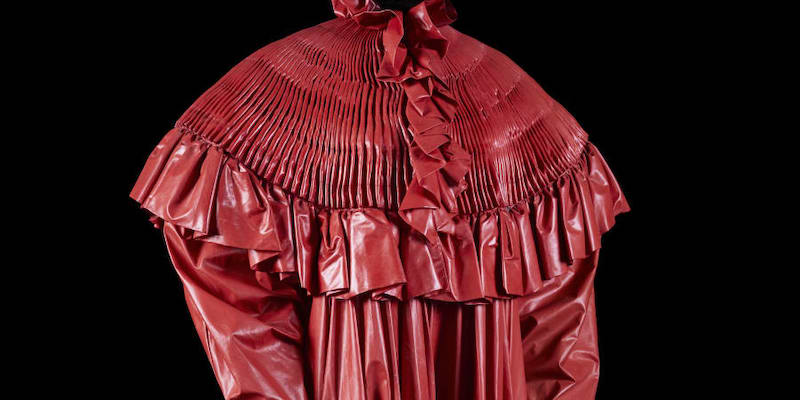 Paco Rabanne: Spring-summer 1985 (look N°19) Coachman's COAT, Red coated fabric, €300 - €500. — Picture by Louis Décamps via ETX Studio