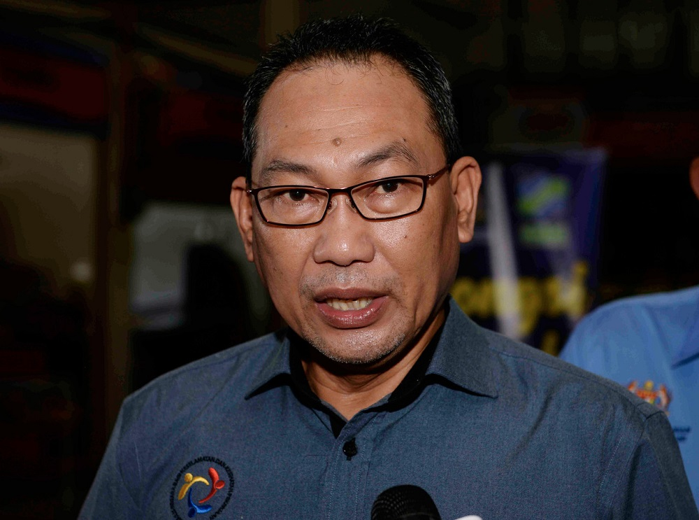 Deputy Human Resources Minister Datuk Awang Hashim said of this number, some had been fined and issued compounds totalling over RM3.4 million following inspections on 106,824 units of workers' accommodation and 19,149 employers nationwide by the Department of Labour Peninsular Malaysia. — Bernama pic