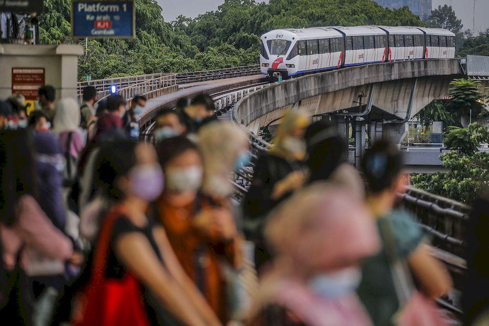 A general view during peak hour at the Pasar Seni LRT station May 25, 2021. ― Picture by Hari Anggara