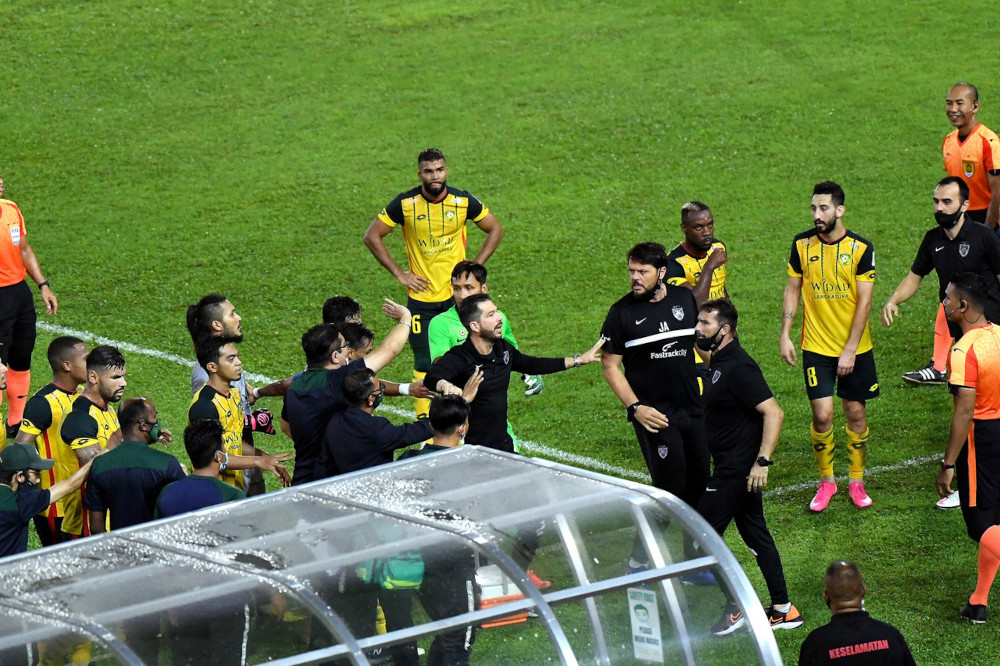 JDT and KDA FC in a tense moment at the end of the first half of the Super League game at Stadium Darul Aman in Alor Setar, May 4, 2021. — Bernama pic