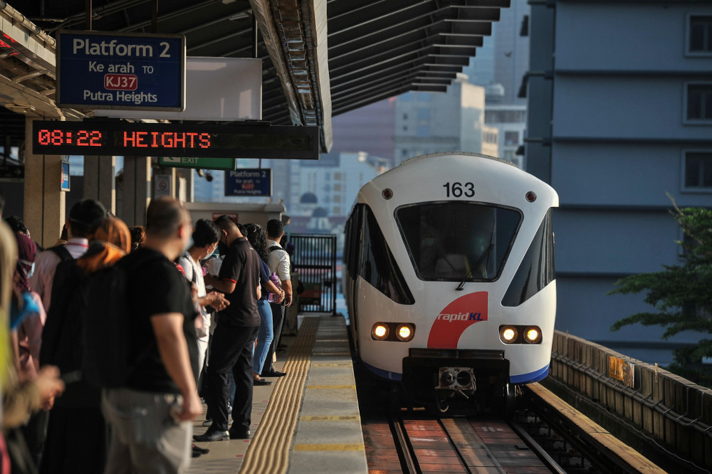 Operation of the Light Rail Transit (LRT), Mass Rapid Transit (MRT) and monorail system services will be adjusted to a frequency of about 10 minutes during morning and evening peak hours on weekdays and 30 minutes on weekends and public holidays. — Bernama pic