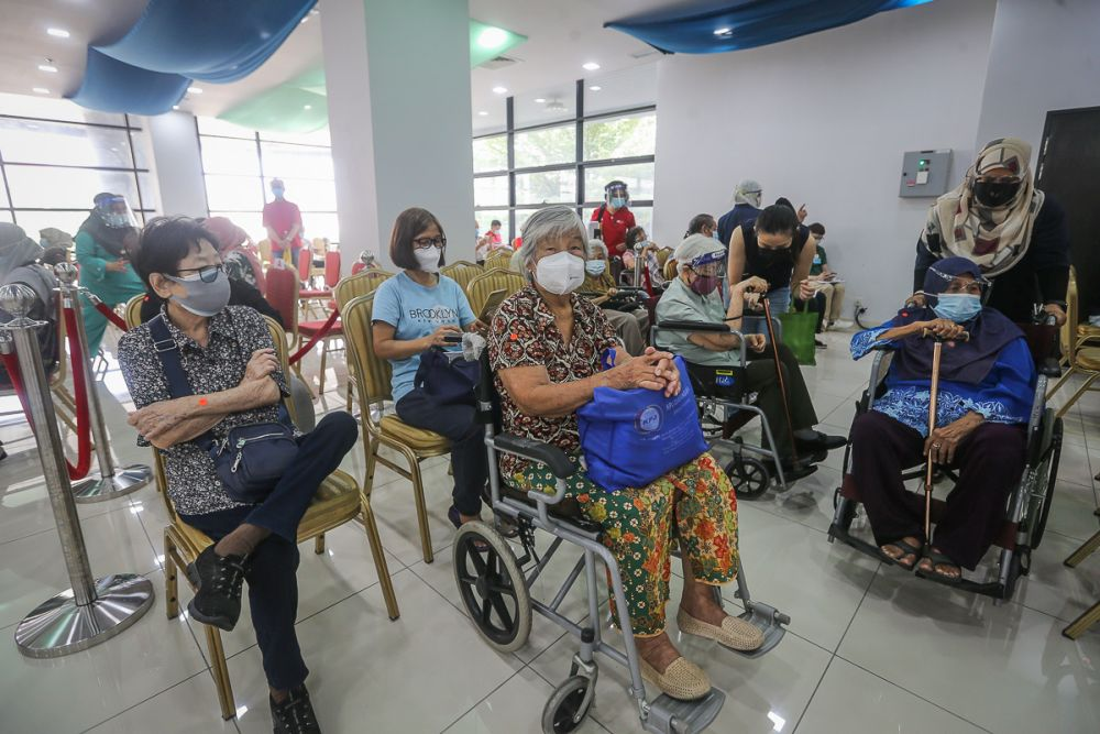 Senior citizens wait to receive the Sinovac Covid-19 vaccine at the MSU Medical Centre in Shah Alam May 25, 2021. — Picture by Yusof Mat Isa