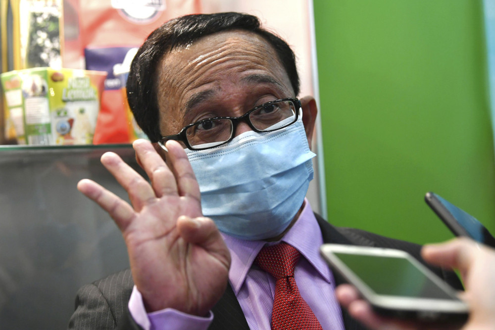 Veterinary Services Department (DVS) director-general Datuk Dr Norlizan Mohd Noor said the department had conducted laboratory tests on 400 food and livestock product samples since the Covid-19 pandemic hit the country and the results turned out negative. — Bernama pic