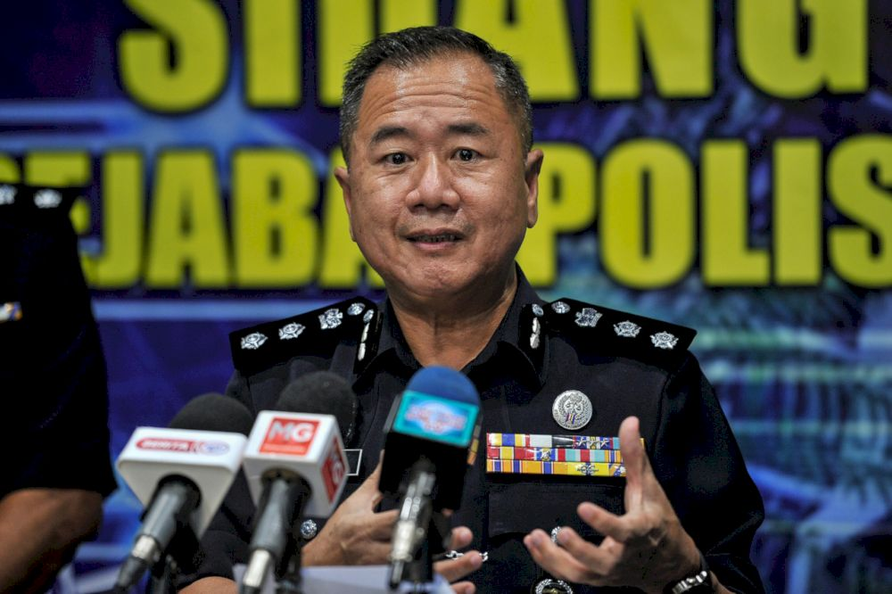 Sentul district police chief ACP Beh Eng Lai said three individuals aged 12, 13 and 44 had been arrested on suspicion of setting off illegal firecrackers and throwing them at policemen.— Bernama file pic