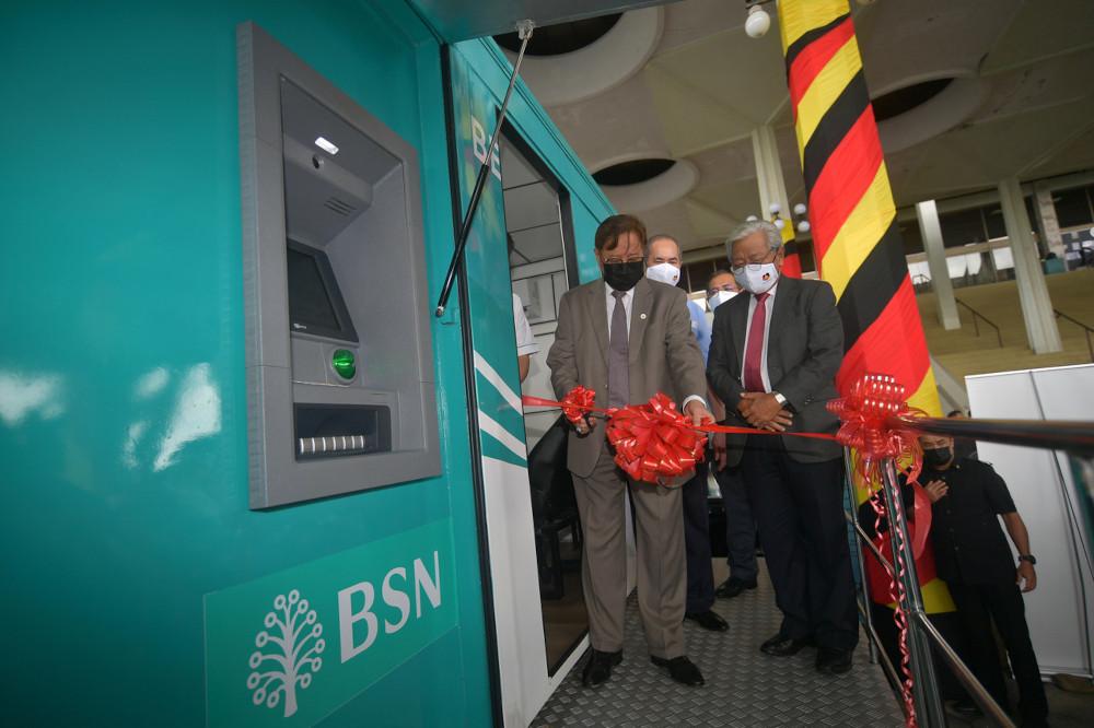 Sarawak Chief Minister Datuk Patinggi Abang Johari Tun Openg launching the mobile banking service in Petra Jaya, May 6, 2021. — Bernama pic