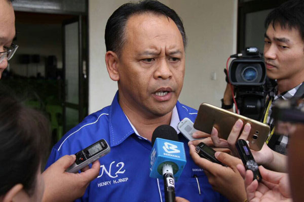 Tasik Biru assemblyman Datuk Henry Harry Jinep says there is no need to convene a State Legislative Assembly sitting just to deliberate on Sarawak's purchase of Covid-29 vaccines. ― Borneo Post pic