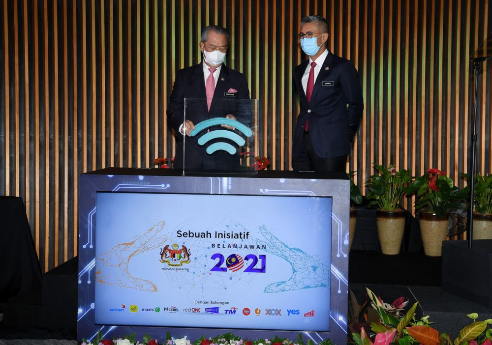 Prime Minister Tan Sri Muhyiddin Yassin (left) officiates the launch of 'Jaringan Prihatin' at the Ministry of Finance in Putrajaya May 5, 2021. — Bernama pic