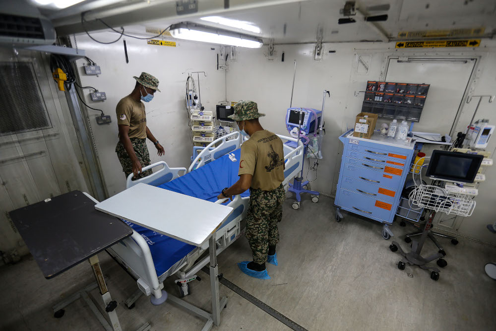 Royal Malaysian Army personnel arranging a bed in the Field ICU to combat the surge of Covid-19 cases at Kepala Batas Hospital, May 21, 2021. — Picture by Sayuti Zainudin