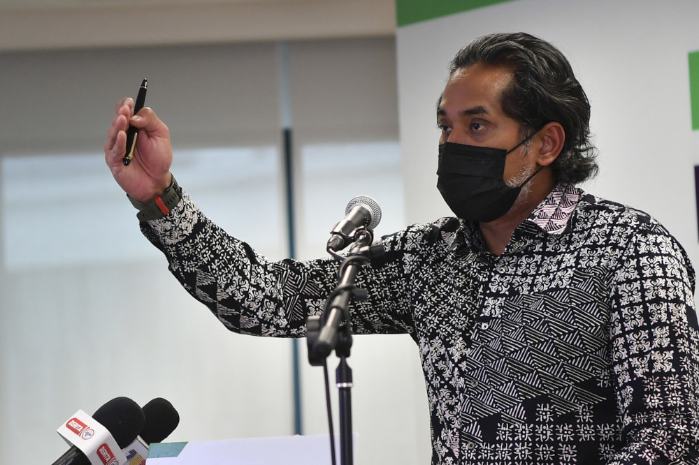 Minister of Science, Technology and Innovation Khairy Jamaluddin clarified this evening that applicants scheduled for vaccination will not require a permission letter from the authorities to cross districts. — Bernama pic