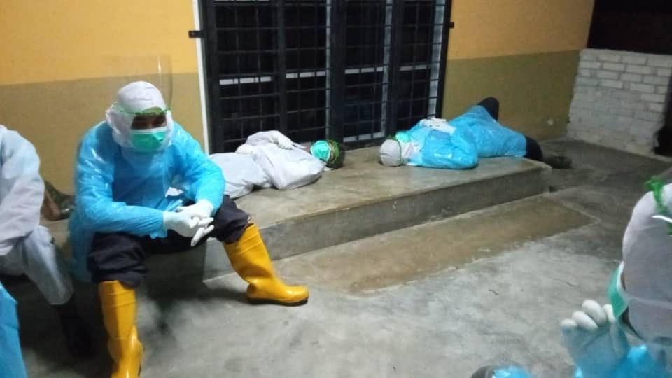 从疫情爆发至今,前线医护人员疲于奔命拯救新冠肺炎的病人。-图取自卫生部脸书-