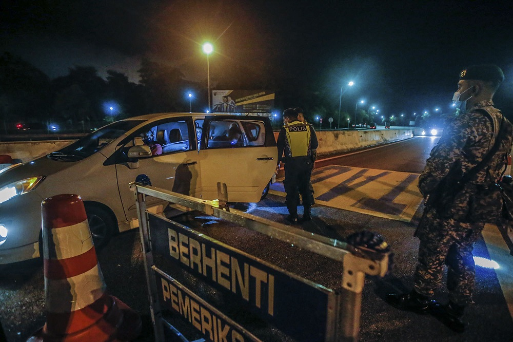 Police and Armed Forces personnel inspect a vehicle during a roadblock at the Gombak Toll Plaza May 5, 2021. ― Picture by Hari Anggara