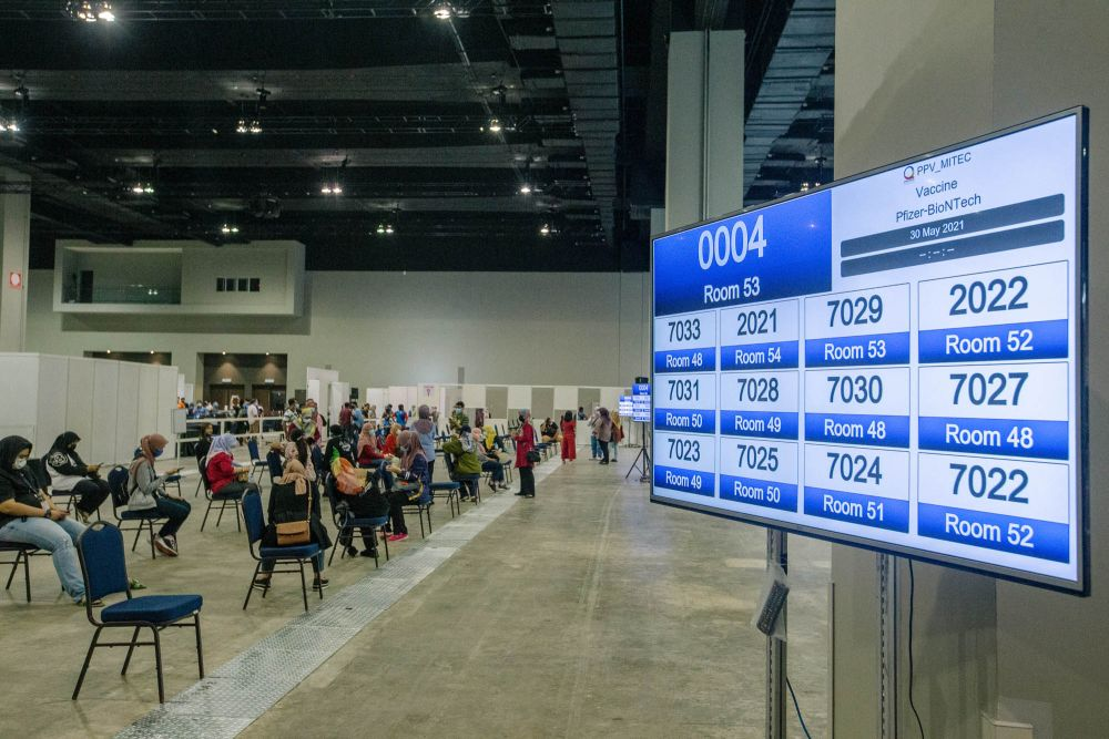 A general view of the vaccination centre at  the Malaysia International Trade and Exhibition Centre in Kuala Lumpur May 30, 2021. Khairy Jamaluddin today asaid that 3.5 million out of 6.1 million people in both KL and Selangor have received their first doses. — Picture by Firdaus Latif
