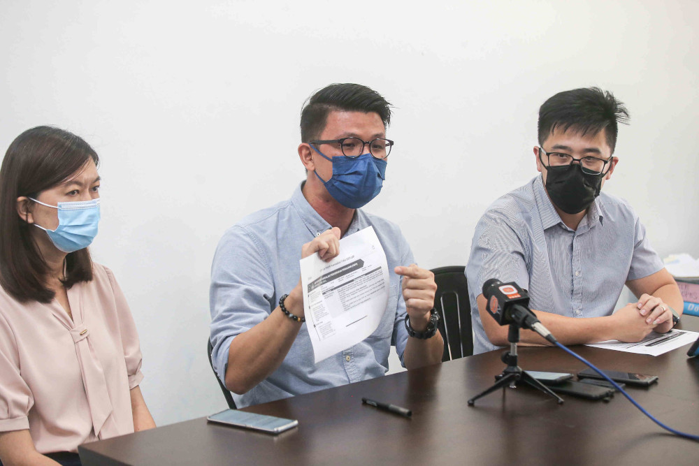 (From left) Teja assemblyman Sandrea Ng, Simpang Pulai assemblyman Tan Kar Hing and Pasir Pinji assemblyman Howard Lee and speaking to press at Gopeng Parliament service centre in Ipoh, May 3, 2021. — Picture by Farhan Najib