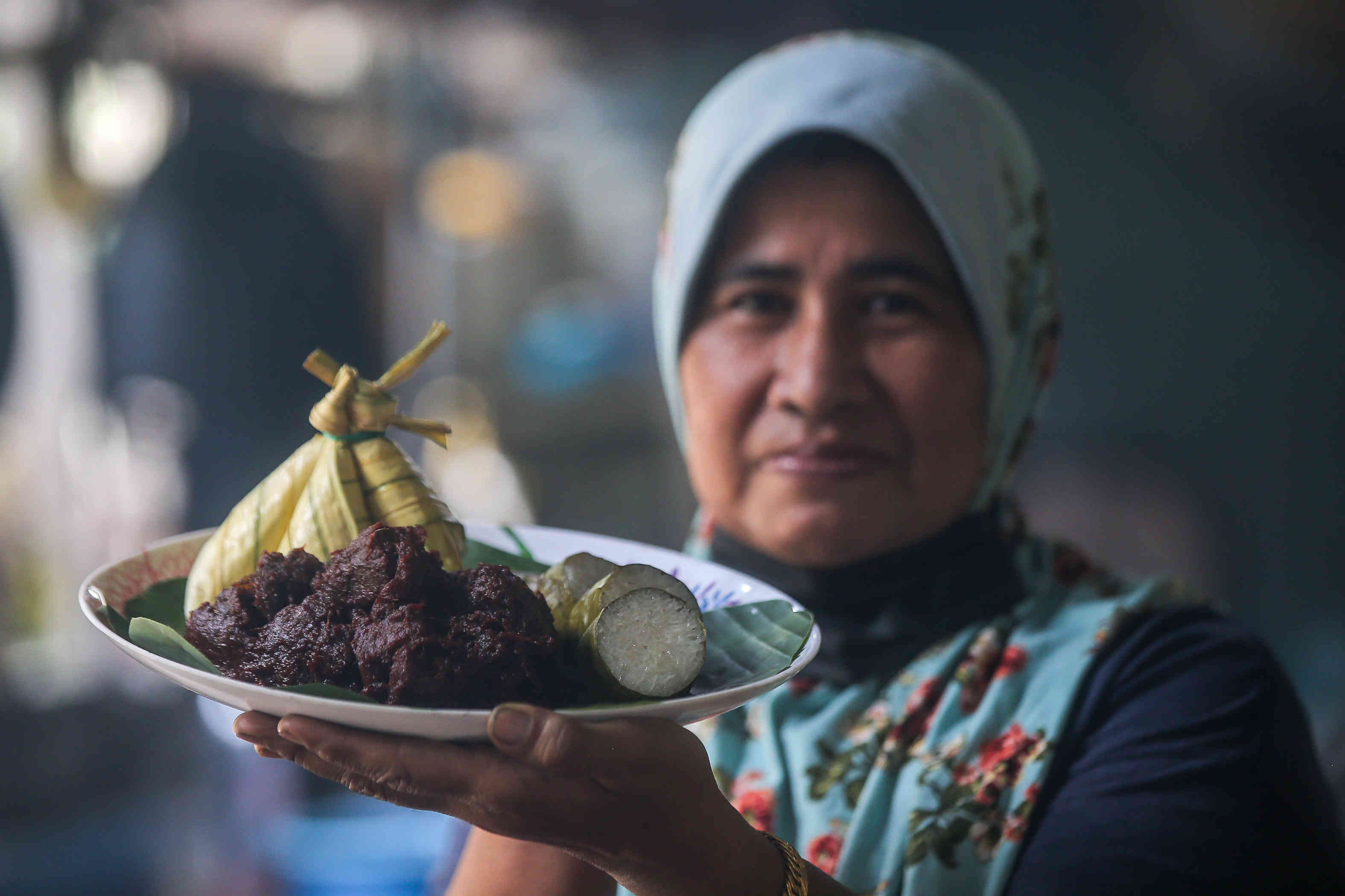 Noor Huda inherited the recipe for her Rendang Tok Perak from her late mother. — Picture by Farhan Najib