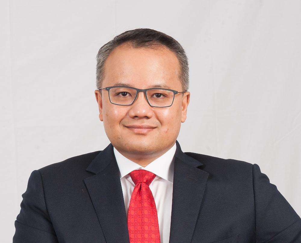 Sime Darby Property Bhd has redesignated Rizal Rickman Ramli (pic) as chairman, succeeding Tan Sri Zeti Akhtar Aziz who has retired after a three-year term.