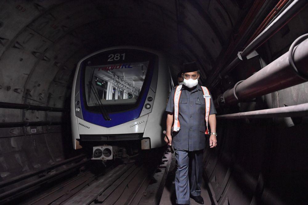Prasarana chairman Datuk Seri Tajuddin Abdul Rahman inspects the site of the accident between two LRT trains near the KLCC station in Kuala Lumpur May 25, 2021. ― Bernama pic