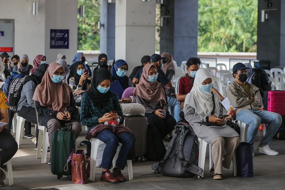 Students wait to board the bus at UiTM Shah Alam May 7, 2021. ― Picture by Yusof Mat Isa