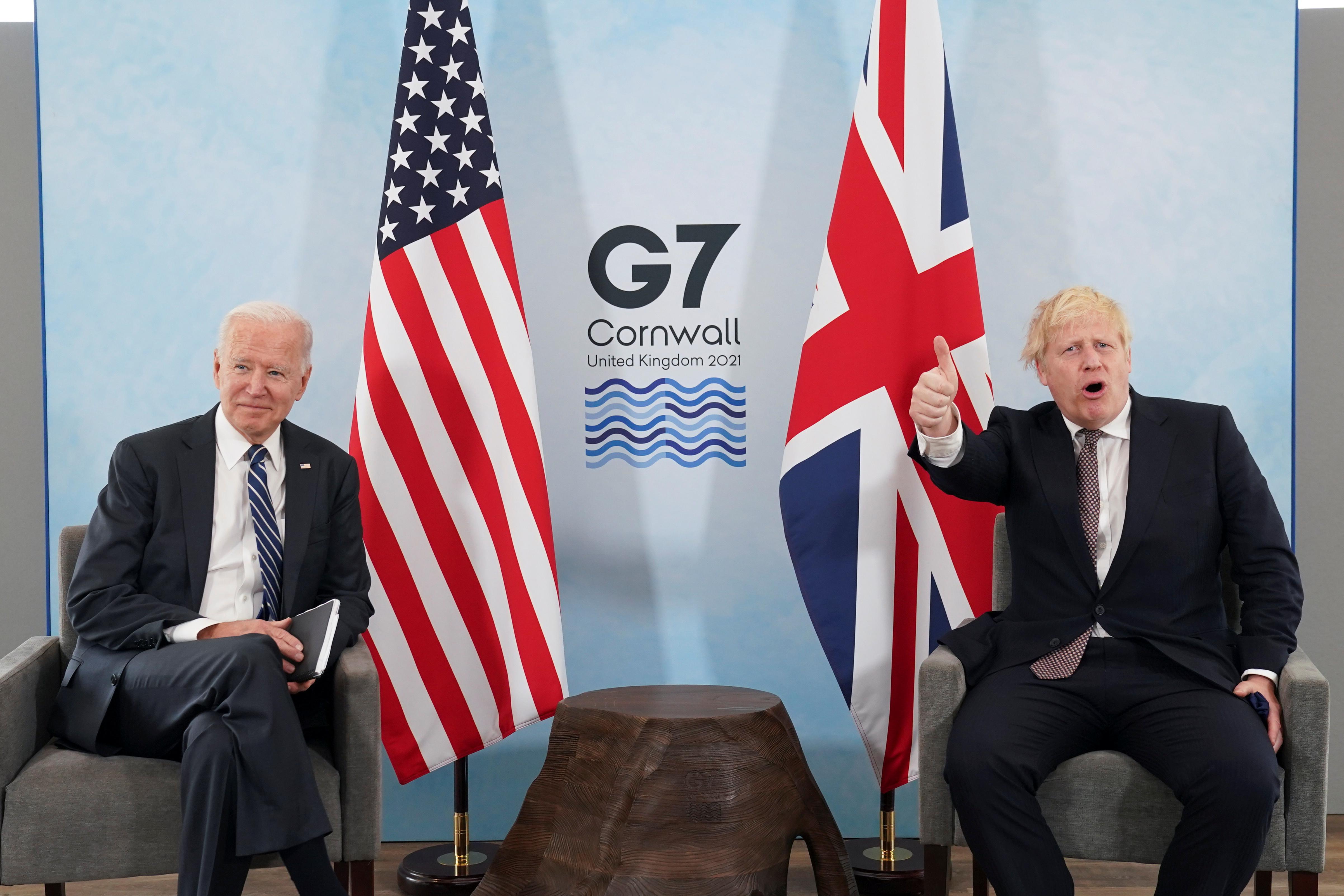 美国总统拜登(左)周四和英国首相约翰逊举行双边会谈,支持WHO对包含中国在内的疫情起源展开下一阶段调查。-路透社-