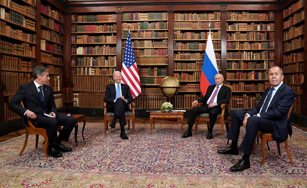 首轮会谈除了拜登(左2)和普京(右2)外,美国国务卿布林肯(左)和俄罗斯外长拉夫罗夫(右)亦有出席。-路透社-