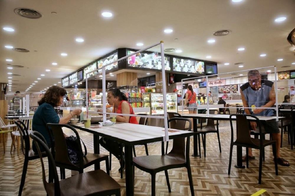 新加坡下周一起恢复开放餐饮店内用,但以2人为限。-图取自海峡时报-