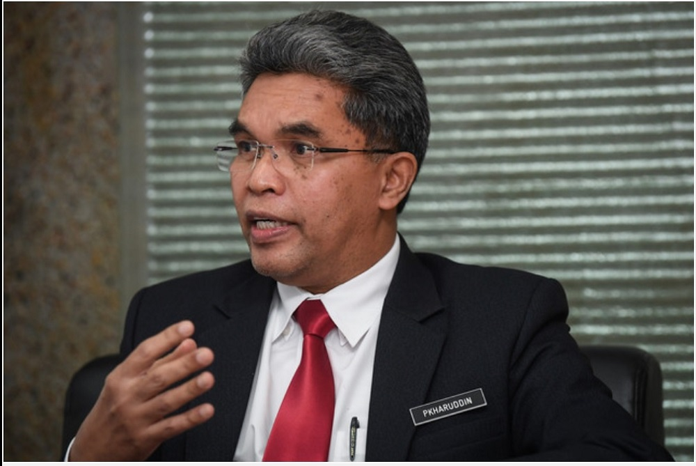 Ministry of Education Examination Board's Examination director Datuk Pkharuddin Ghazali (pic) all schools will download and print their students' SPM 2020 result slips before 10 am on June 10 through the Online Examination Management System . — Bernama pic