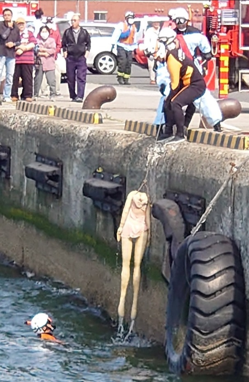 Rescuers were summoned to rescue a sex doll that was thrown into the sea at Hachinohe, Japan. — Photo via Twitter/ @VoW_wheeeeeeeee
