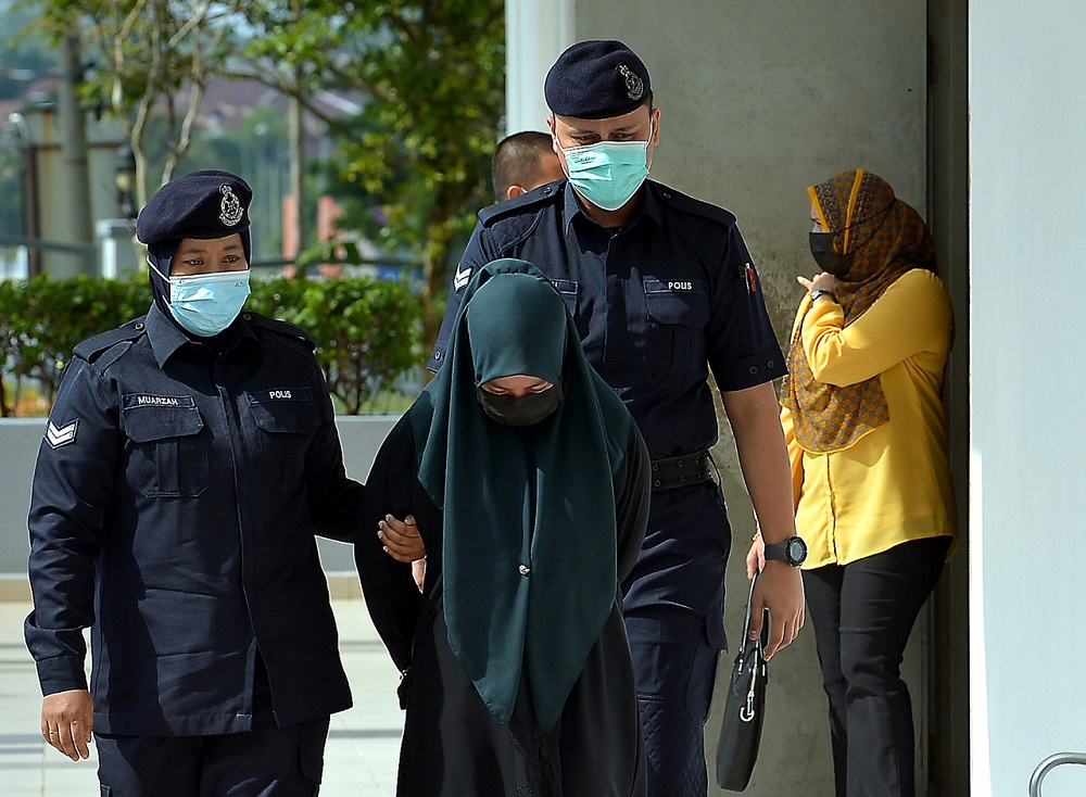 Nur Fatin Nabila Azmi (centre), 23, is led to the Sessions Court in Sepang June 21, 2021. — Bernama pic