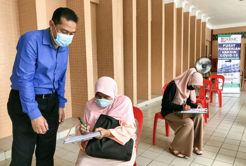 Mohd Nazri (left) said KBMC officially started dispensing the vaccine for recipients on May 31. — Bernama pic