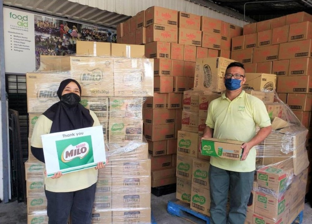 Representatives of Food Aid Foundation receive #ParcelKebaikan comprising Milo and other Nestlé products thanks to Malaysians who contributed to #SkuadKebaikanMILO. ― Picture courtesy of Nestle Malaysia