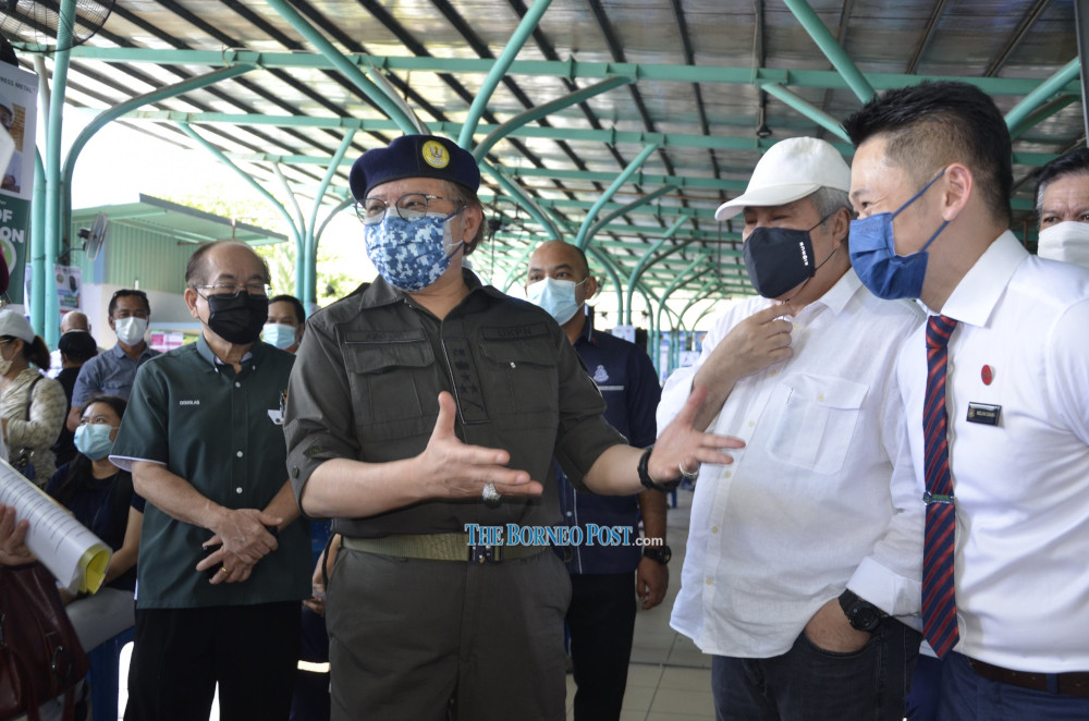 Abang Johari gives his assessment on the vaccination process at the PPV. From right are Dr Chung and Awang Tengah, while Uggah is at left. — Borneo Post Online pic