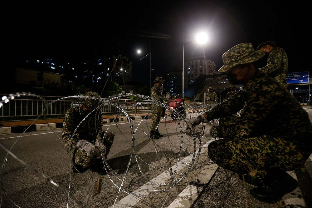 Armed Forces personnel cordon off the vicinity of Bayan Lepas with barbed wire June 4, 2021. — Picture by Sayuti Zainudin