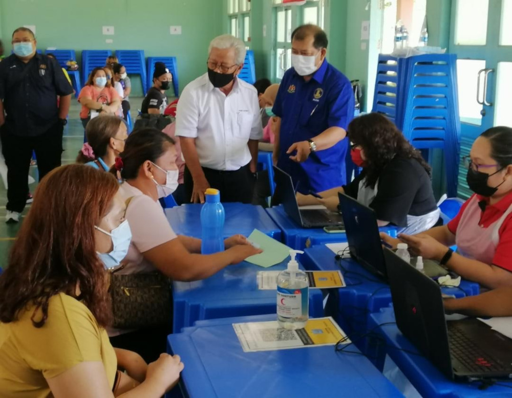 Deputy Chief Minister Tan Sri James Masing (in white shirt) visiting one of the vaccination centres in Kapit Division, June 22, 2021. — Picture courtesy of the Sarawak Deputy Chief Minister's Office